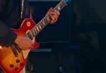 8 avantages à jouer de la guitare électrique