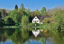 Acheter une maison au bord de l'eau : avantages et inconvénients